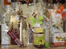 Geschenkpaket mit Lebensmitteln