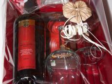 Rotwein Geschenkpaket mit 2 Weinkelchen